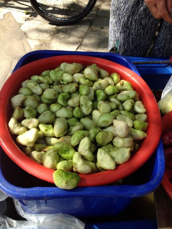 Lady vendor - Green food